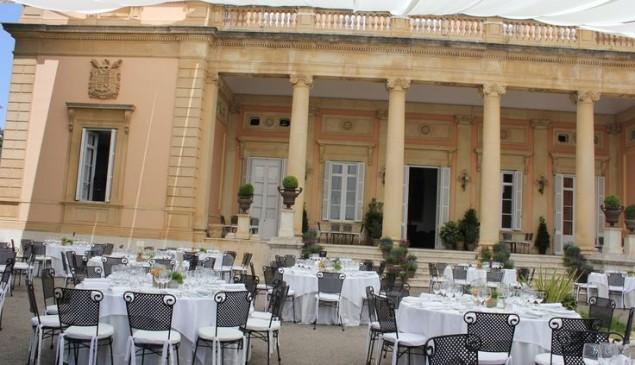 Mesas decoradas del Palacio.